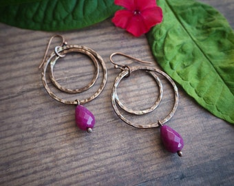 boho style copper hoop earrings, fuchsia jade, dangle earrings, hippie style, rustic style, gift for her, summer jewelry, colorful, magenta