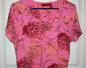 Vintage Ladies Pink Floral T Shirt by Gloria Vanderbilt Large Only 6 USD