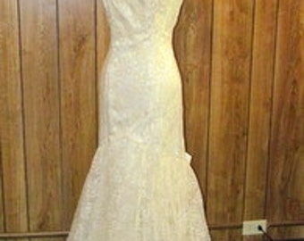 Stunning VINTAGE LACE Flowered WEDDING Gown