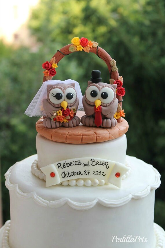 owl wedding cake owl cake topper with wedding arch brick patio base and banner 18099