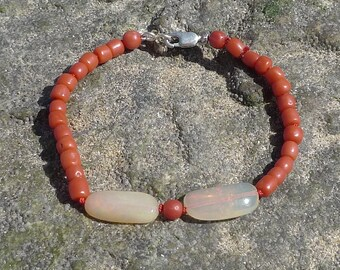 Bracelet of Vintage coral beads and white Australian opals pebbles
