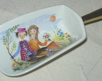 Small Handpainted Scoop Zara Mella Romantic Couple-Gold Handle Italian Porcelain Crown Over KA Mark