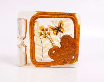 Vintage Lucite Egg Timer Hour Glass Timer Dried Flowers Butterfly Rattan Design Retro Kitchen Decor