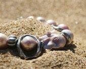 Big pearl bracelet. Pink pearl bracelet. Baroque pearl. Boho chic jewelry. Pulsera con perlas. Perlas rosas.