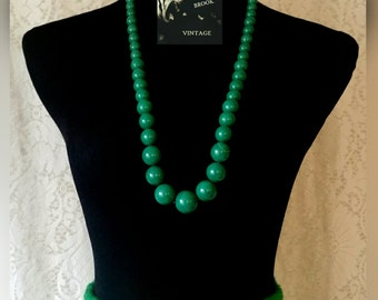 Vintage Emerald Green Resin Bead Necklace - Green Round Bead Necklace - Green Marbles - Midcentury Necklace - Tapered Bead Size - 32 Inches
