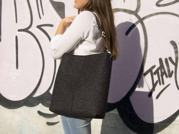 40% OFF - Large felt SHOULDER BAG with leather strap / black crossbody bag / wool felt bag / tote bag / felt tote / made in Italy