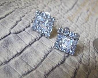 1960's Rhinestone Screw Back Earrings/ Screw Backings/Non Pierced Vintage Rhinestone Diamond-Shaped Austrian Crystal in Silver Tone Earrings