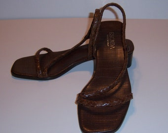 Vintage Escada Cordovan Braided Woven Braided Leather Classic Strappy Sandals Shoes 8 M Deadstock Never Worn NWOB NOS