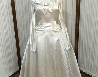 1940s Vintage Long Sleeve Ivory Silk Satin Wedding Gown