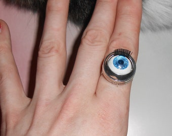 Barbie Doll MOVEABLE eyeball ring, doll eye ring, 80s, retro ring, jewelry, WITH eyelashes! Silver ring base, Cat helped take pics