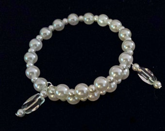 Beautiful Pearlized White Beaded Memory Wire Bracelet (I 431)