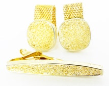 Gorgeous set of vintage classic Swank pebble faced tie bar and gold cufflinks set. Wedding groom choice