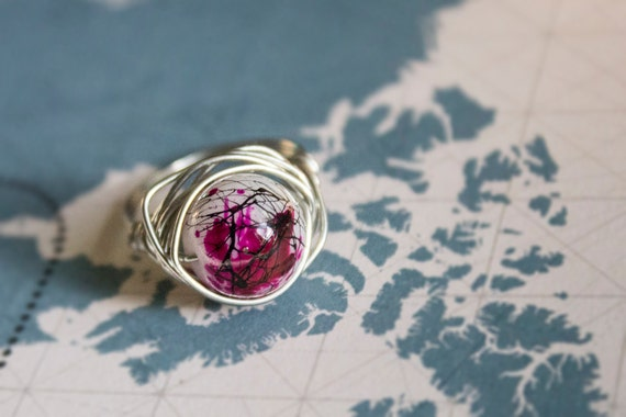 paint splatter wire wrap ring size 8 pink black white
