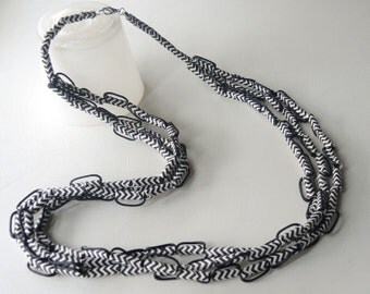Long necklace Black Lines Straw with paper straws