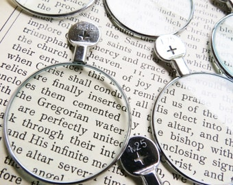 One Vintage Monocle Optical Lens Supply. Steam Punk, Mixed Media, Assemblage, Jewelry Design Silver tone rim