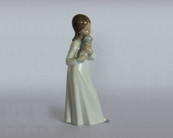 Nao Lladro - porcelain figurine - Woman with Puppy