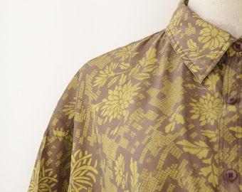 Mens silk shirt. Tan yellow shirt. Mens 80s printed shirt. 90s vacation shirt. tropical shirt. Size L