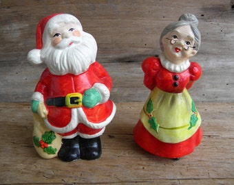 Vintage Santa Claus and Mrs Claus Christmas Figurines / Hand Crafted in Sri Lanka / Christmas Figurines / Retro Christmas Decor