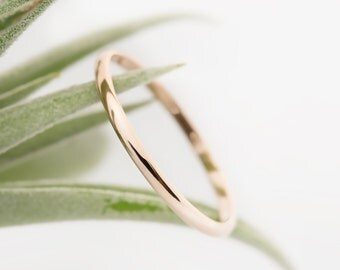 Thin wedding band, 14k 18k solid yellow gold, rose gold, white gold, 1.3mm, 1.5mm, 2.0mm minimalist wedding ring, dainty simple ring, w-rhrd