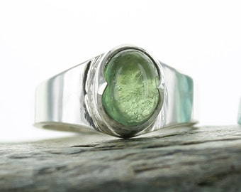 Silver ring Green Tourmaline. Size: 6.25. Natural stone