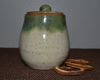 sugar bowl, storage jar, kitchen storage, pottery jar, ceramic jar, lidded jar, jelly bowl, honey jar, garlic jar