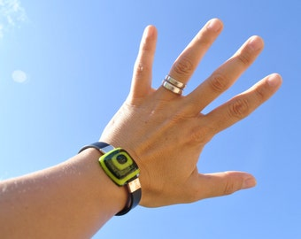 Rubber Bracelet cuff of glass and Rome, pistachio and aventurine. Cheerful and original single-piece