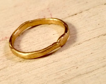 Gold ring. 9ct Gold Hammered Ring which is 2mm thick.