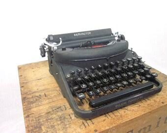 Extraordinary 1940 Remington Deluxe Noiseless Typewriter & Case!