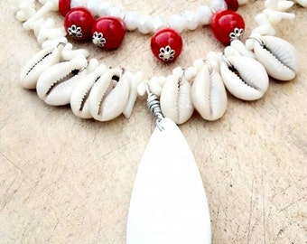 Bohemian necklace with white agate and mother of pearl shells