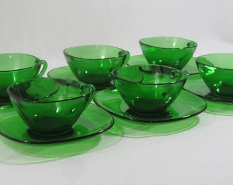 6 green glass cups and saucers, vereco tempered glass, coffee cup set, French vintage, retro dining, 1970's glassware,