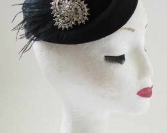 Black & Silver Feather Pillbox Hat Fascinator Vintage 1940s 1920s Headpiece W43
