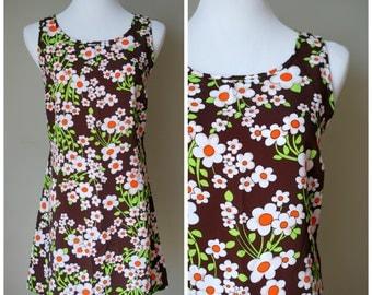 1990s does 1960s MOD Daisy Print Mini Dress