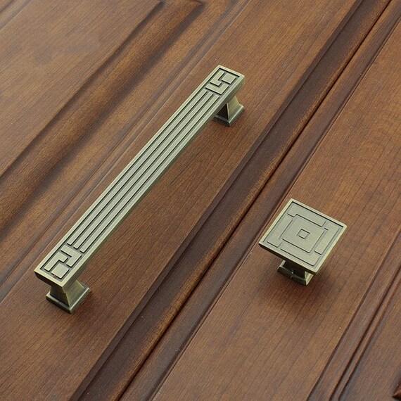 dans le tiroir de commode boutons tire tire boutons poign es. Black Bedroom Furniture Sets. Home Design Ideas