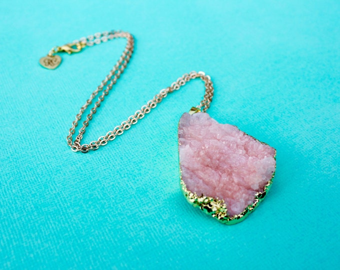The Robjant Couture Druzy Crystal Necklace in Pink/Gold.