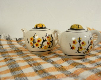 Teapot Salt and Pepper Shakers with Yellow Flowers Vintage