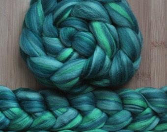 "Merino ' WOOLY-WOW Roving in ""Dragon"" colorway - Fern, Sage, Pine, Myrtle green blend - Spinning Felting braid - Fiber arts"