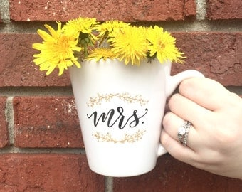 mr. & mrs. mugs / husband wife mugs / his hers mugs / bride groom mugs / wedding gift / engagement gift / valentines day gift.