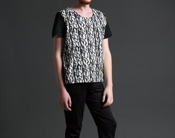 Men's Oversized Color Blocked Woven T-Shirt in A Black and White Knit Print