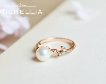 14K/18K Akoya Pearl Leaf Ring, Solid Gold Akoya Pearl Engagement Ring, Promise Ring, Woodland Wedding Freshwater Pearl Ring, June Birthstone