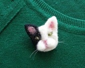 Handmade cat brooch - cute animal brooch - felt cat - free shipping - fab felt brooch - gift for mom - crazy cat lady gift - cat jewelry