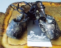 Antique Ballet Shoes Pointe Black and Gold