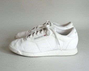 Womes White Leather Reebok Sneakers Size 8