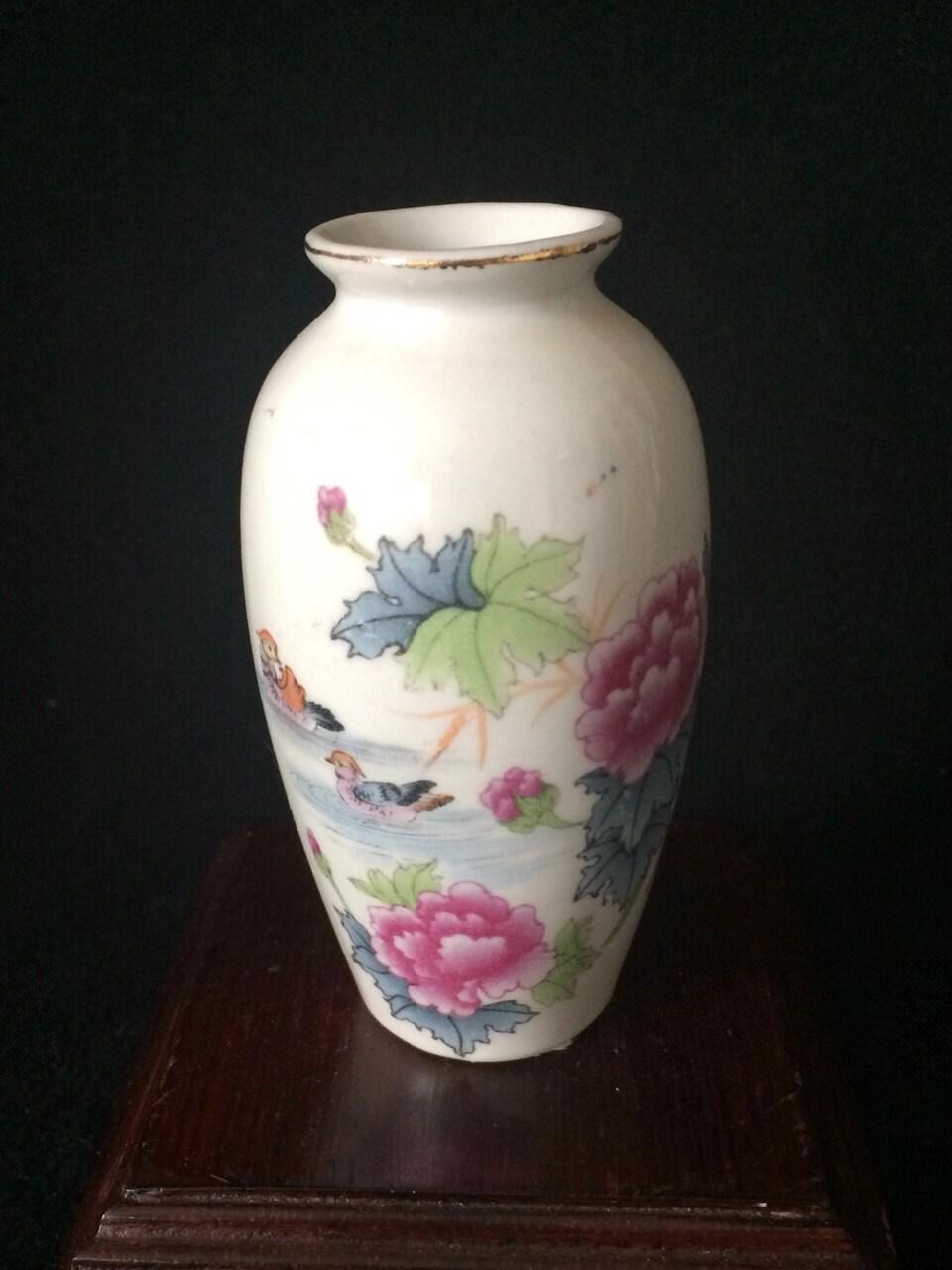 chinesisches porzellan miniatur vase mit blumen und enten. Black Bedroom Furniture Sets. Home Design Ideas