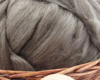Dark Grey Icelandic Wool Top Roving - Undyed Natural Spinning & Felting Fiber / 1oz