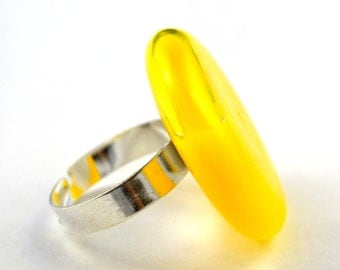 Globe flat glass, opaque yellow fluid-filled ring