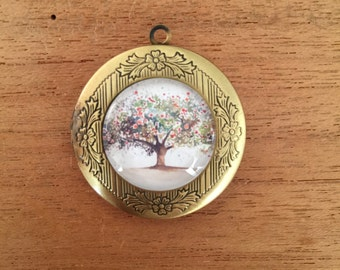 Family tree locket for pictures of your loved ones