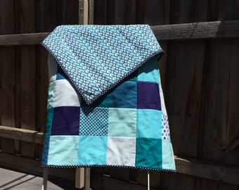 A blend of blues baby quilt
