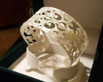 Bracelet with mother-of-Pearl CUTWORK handmade floral base