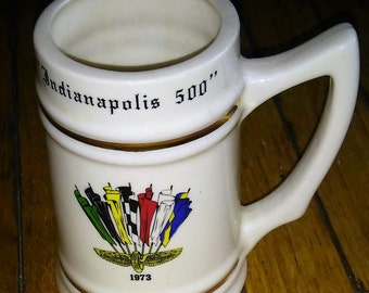 1973 Indianapolis Motor Speedway souvenir collectable mug/logo/Indiana/Speedway/Al Unser/ AJ Foyt/Johnny Rutherford/george family