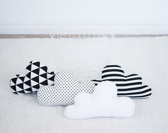 Kids Stuffed Cloud shaped pillow - Gift Ideas Baby Toddler Mobile - white black nursery room decor, Coussin pour bébé, coussin décoratif